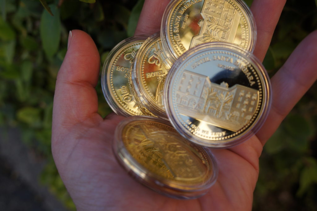 Handful_of_gold_coins